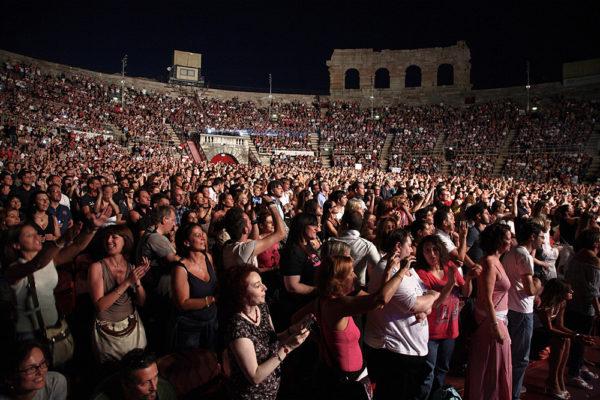 pubblico arena di verona durante concerto dei duran duran
