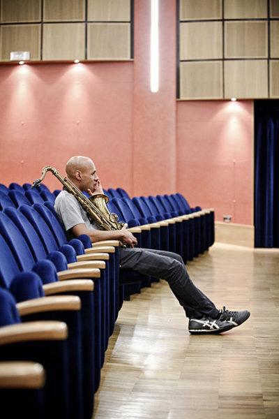 joshua redman durante le prove prima di un concerto al teatro remondini a bassano
