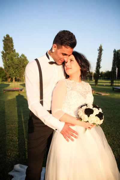 servizio fotografico matrimonio sposo abbraccia sposa tramonto tenuta galilei mestrino padova