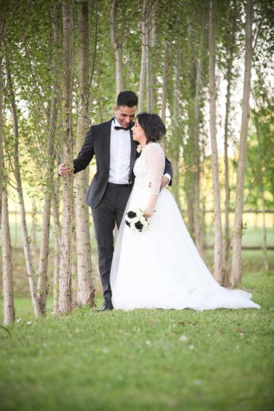 servizio fotografico matrimonio padova sposi abbracciati sotto alberi parco tenuta galilei