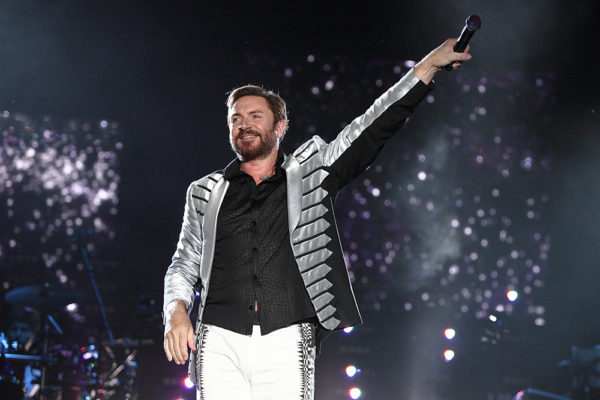 Simon Le Bon dei Duran Duran durante un concerto