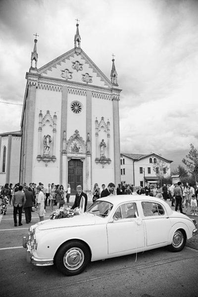 matrimonio-vicenza-chiesa-auto-sposi-partenza-fotografo-montecchio-precalcino