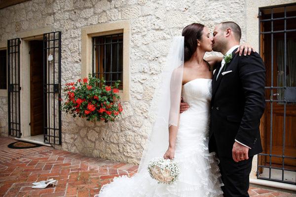matrimonio-fotografo-bacio-sposi-rovere-castegnero