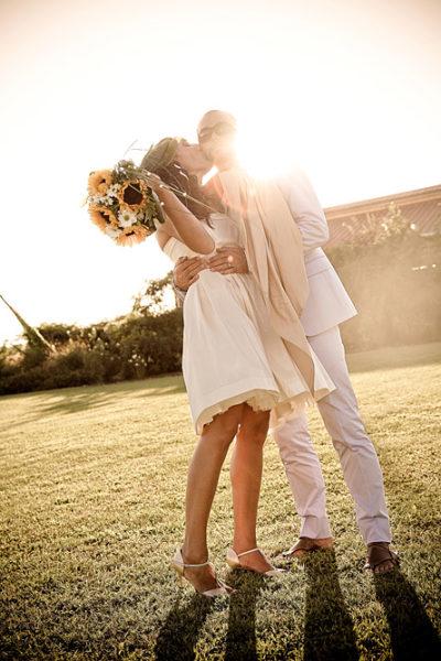 matrimonio-vicenza-fotografo-villa-schiavon-rose-controluce-bacio-girasoli