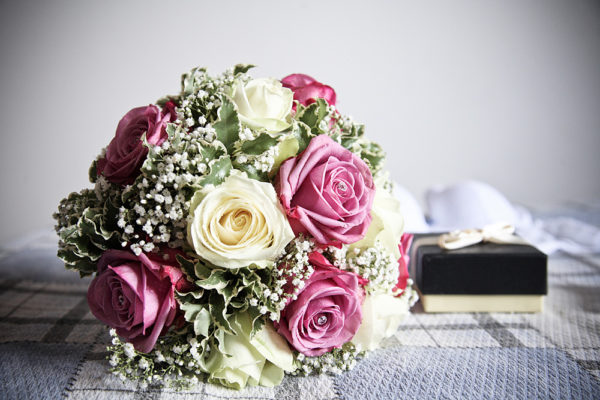 matrimonio-vicenza-bouquet-sposa-rose-letto