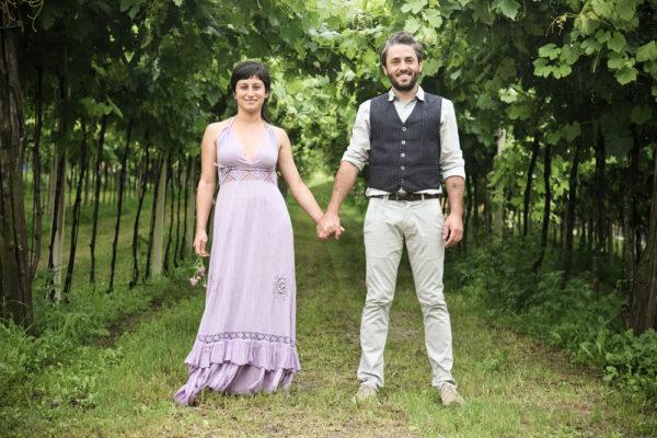 servizio fotografico engagement fidanzati tengono mano vigne sui colli berici brendola vicenza