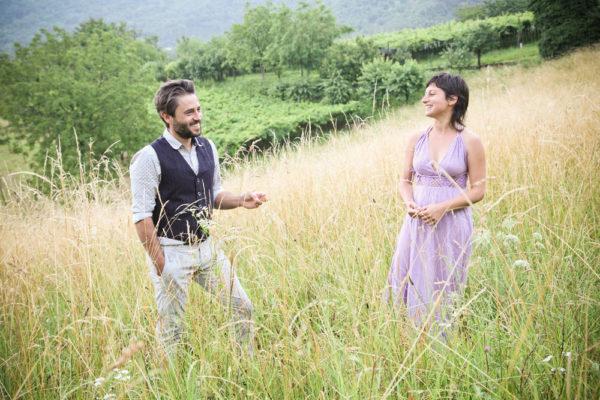 coppia fidanzati sorride campo erba alta brendola colli berici