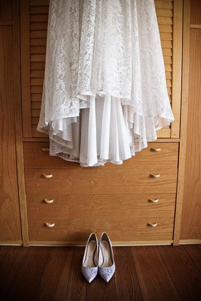 vestito e scarpe della sposa