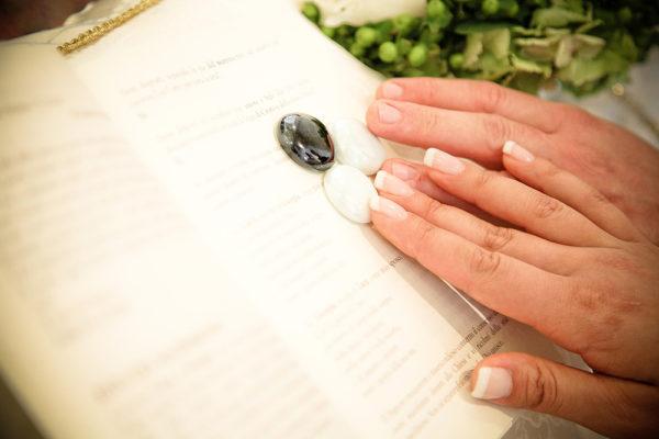 mani-sposi-cerimonia-chiesa-padova-sassi-fotografo