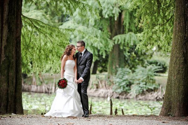 fotografo-nozze-vicenza-parco-sposi-alberi-lago