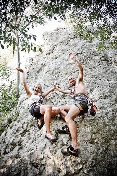 coppia arrampicata parete rocciosa lumignano vicenza fotografo fidanzati prematrimoniale