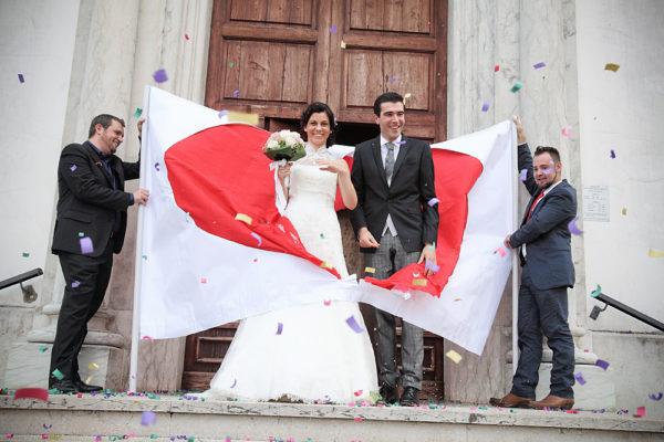 lancio del riso per uscita dalla chiesa degli sposi